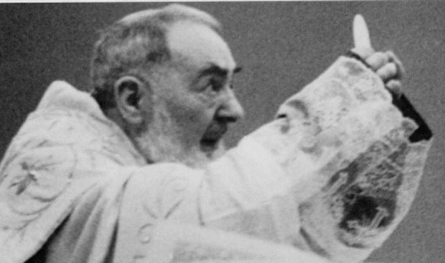 Resultado de imagem para são padre pio santa missa